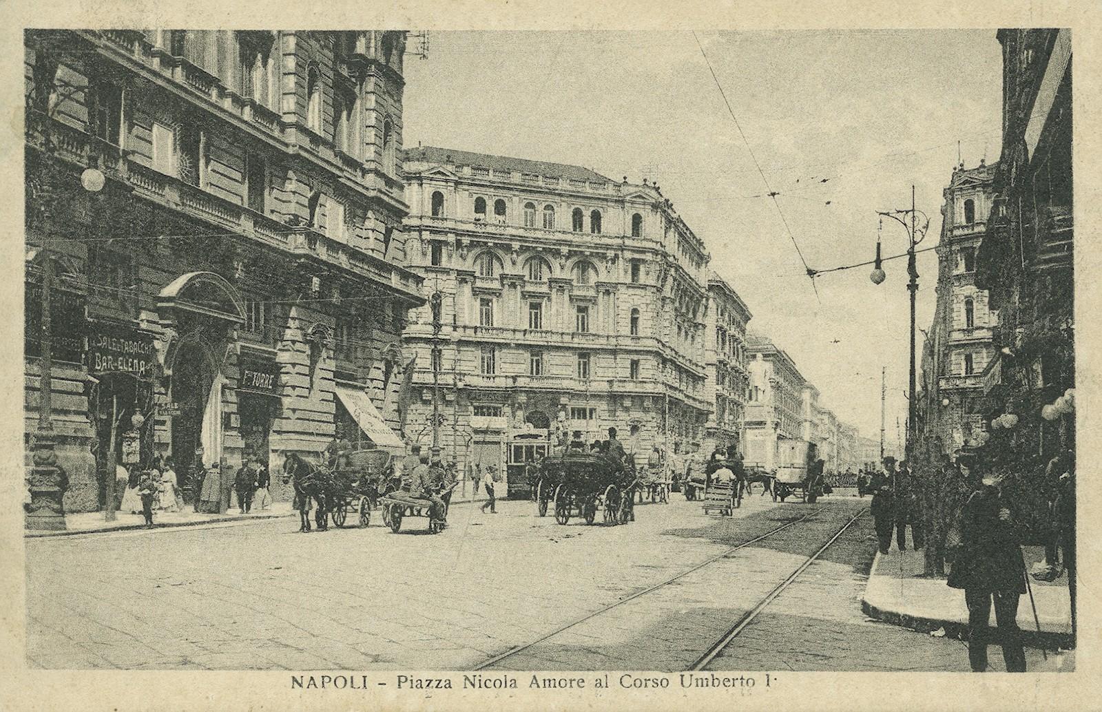 Corso Umberto I agli inizi del '900. I pali sostengono lampade a incandescenza