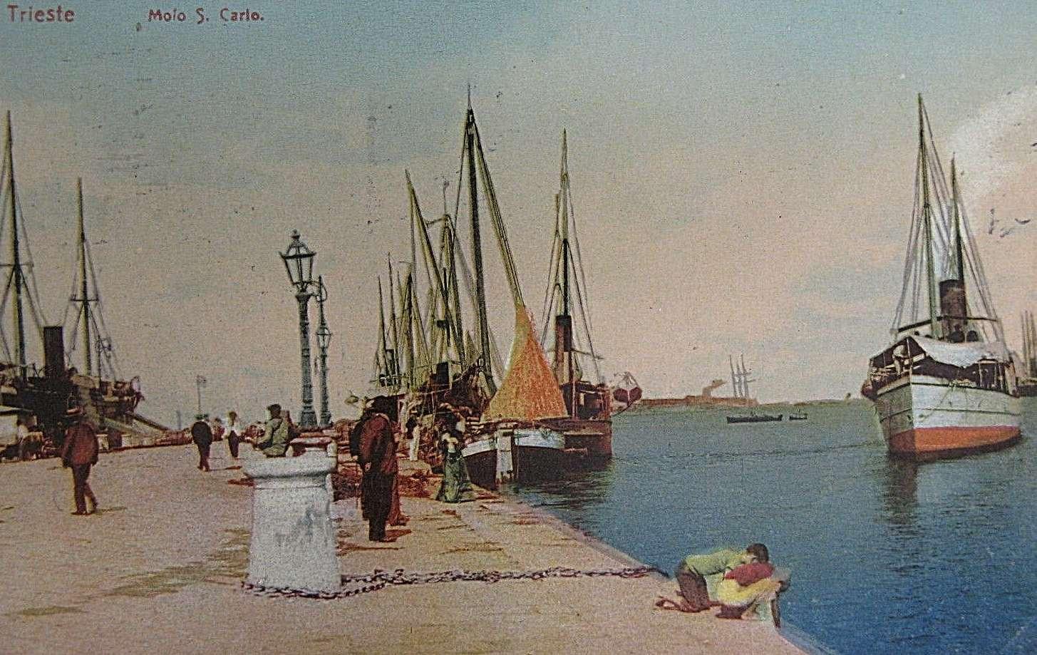 Nel 1900 il molo è illuminato da pali funzionanti a gas