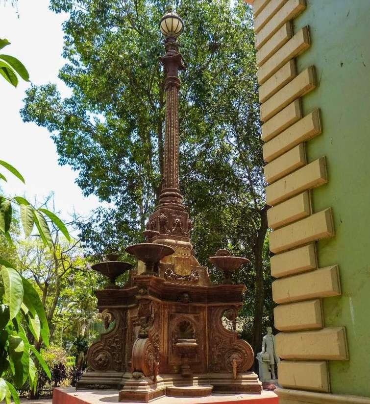 La fontana indiana di Mumbai - © Dr. Bhau Daji Lad Museum
