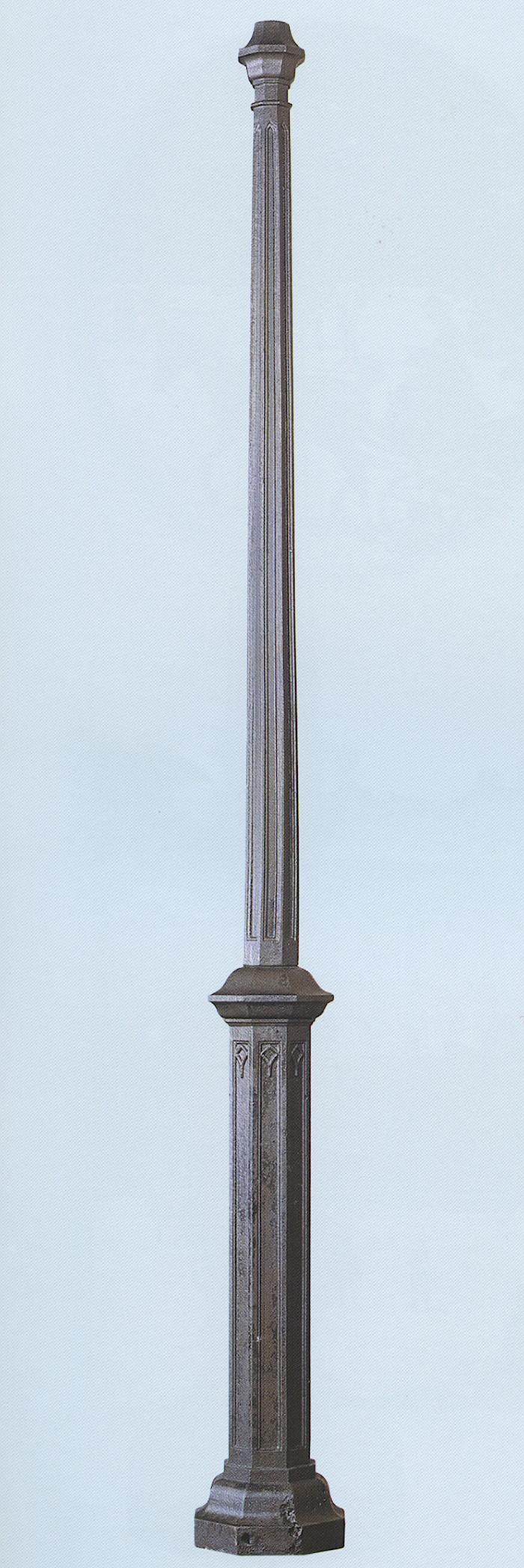 Uno dei paletti riminesi di Piazza Tre Martiri esposto al MIG