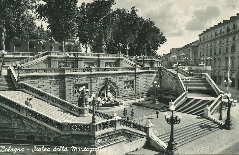 Bolonga, Scalea della Montagnola con la fontana in marmo del Sarti e i candelabri artistici della Barbieri