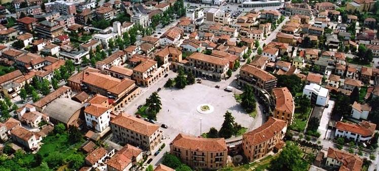 Tresigallo, la teatrale piazza della Repubblica