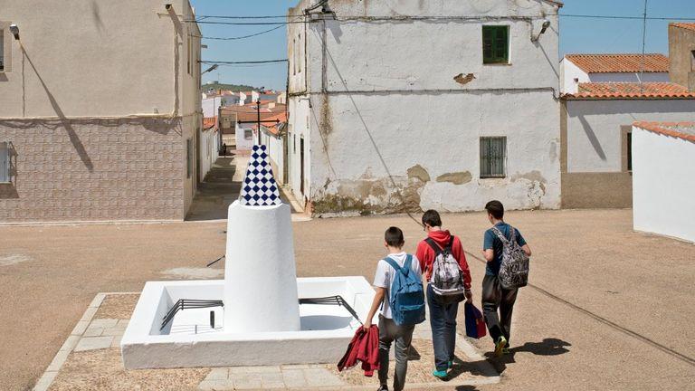 Entrerrios, piazzetta con fontana in muratura, rep.repubblica.it, foto Sofia Moro