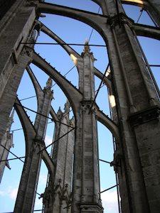 Tiranti metallici tra i contrafforti della Cattedrale di Beauvais
