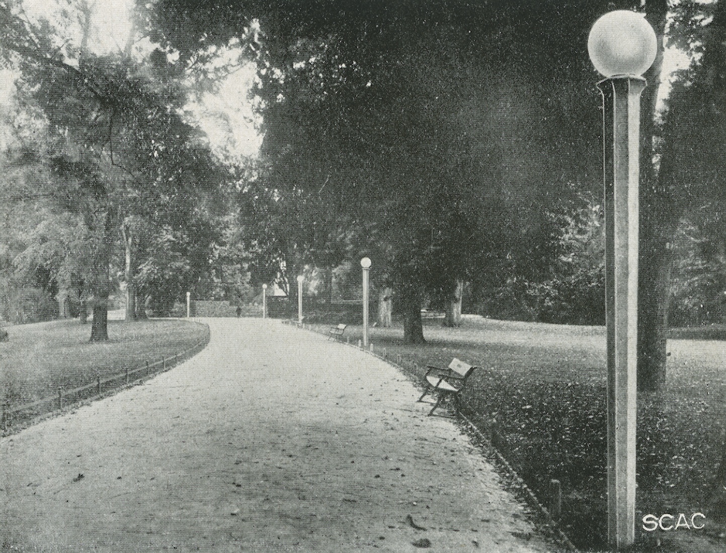 Milnao, i pali in cemento per l'illuminazione del Parco Sempione
