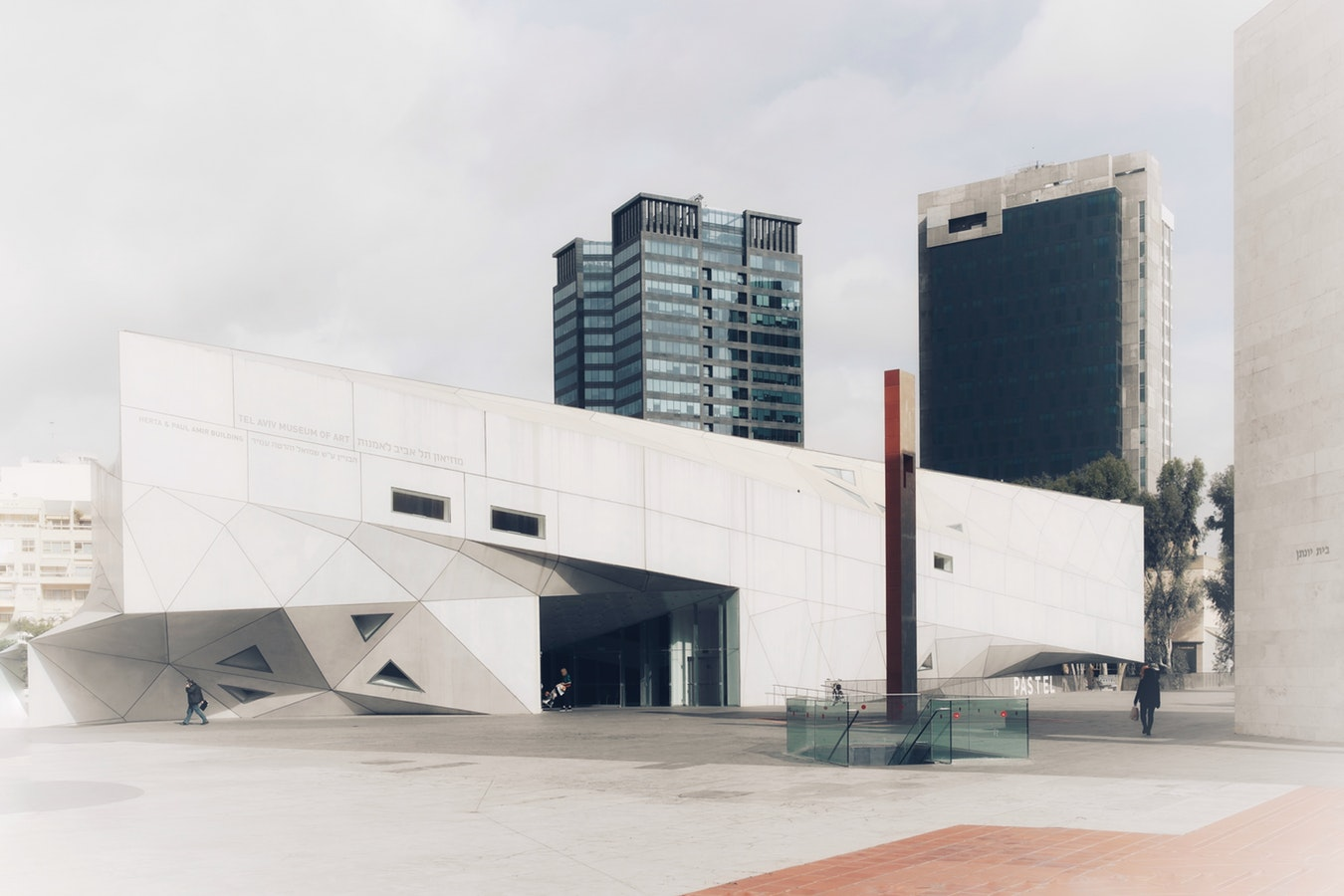 Tel Aviv, Padiglione d'Arte Contemporanea Helena Rubinstein, photo by Alexander Katin on Unsplash