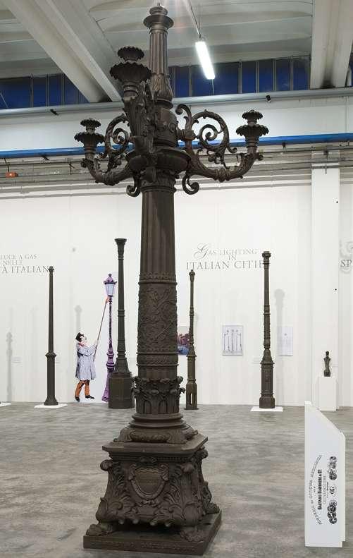 MIG, candelabro originale in ghisa proveniente dalla Montagnola di Bologna