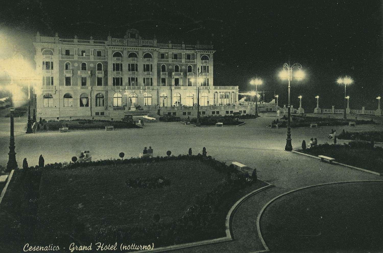 Cesenatico, piazzale Vittorio Veneto, cartolina storica anni '60